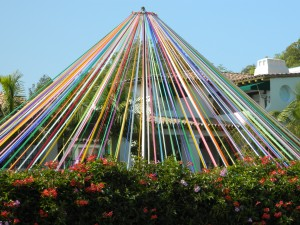 Maypole_in_Brentwood,_California